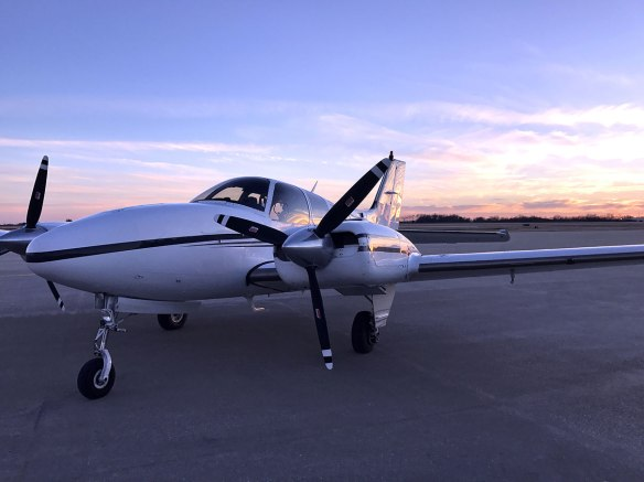 Beechcraft-Baron-FIKI-sunset-NoN